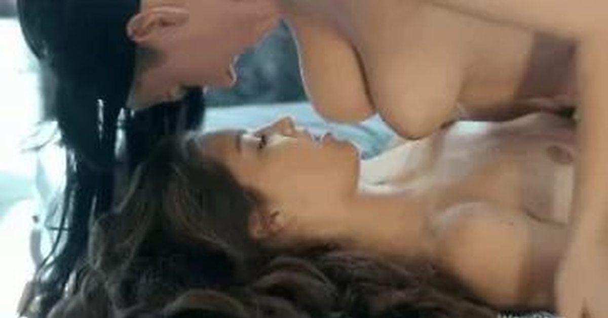 seks-video-laskanie-grudi-lesbi